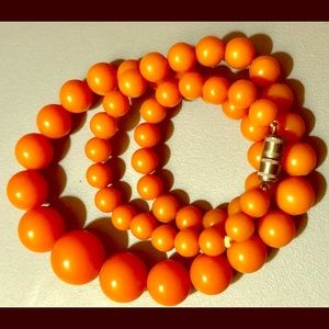 Nice Vintage Plastic Graduated Bead Necklace